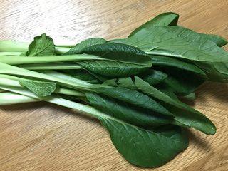 小松菜嫌いなら試す価値あり!小松菜シーザーサラダが激ウマ。